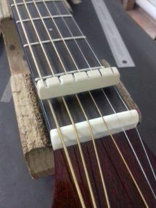 Fender Ac. Guitar Κατασκευή κοκάλινου Nut. (Στην εικόνα το νέο nut